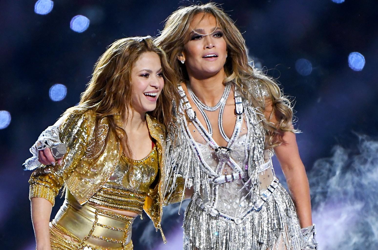 Jennifer Lopez Shakira Super Bowl Halftime Show Drew More Than 1 000 Fcc Complaints Billboard
