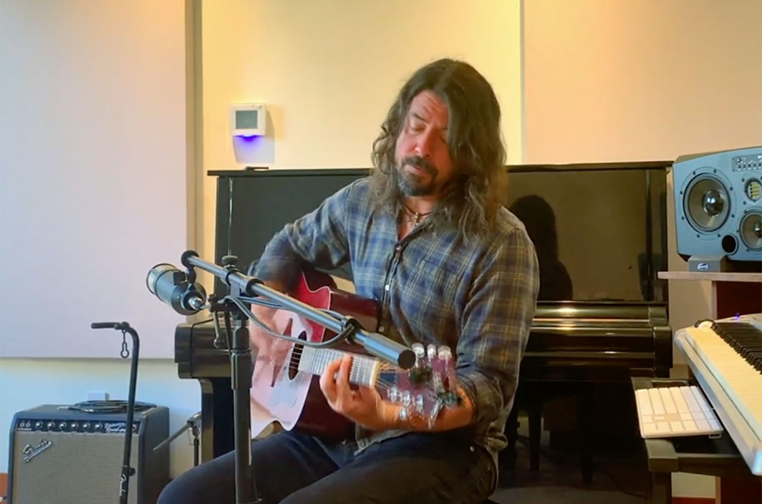 Dave Grohl IHeart Living Room Concert for America.