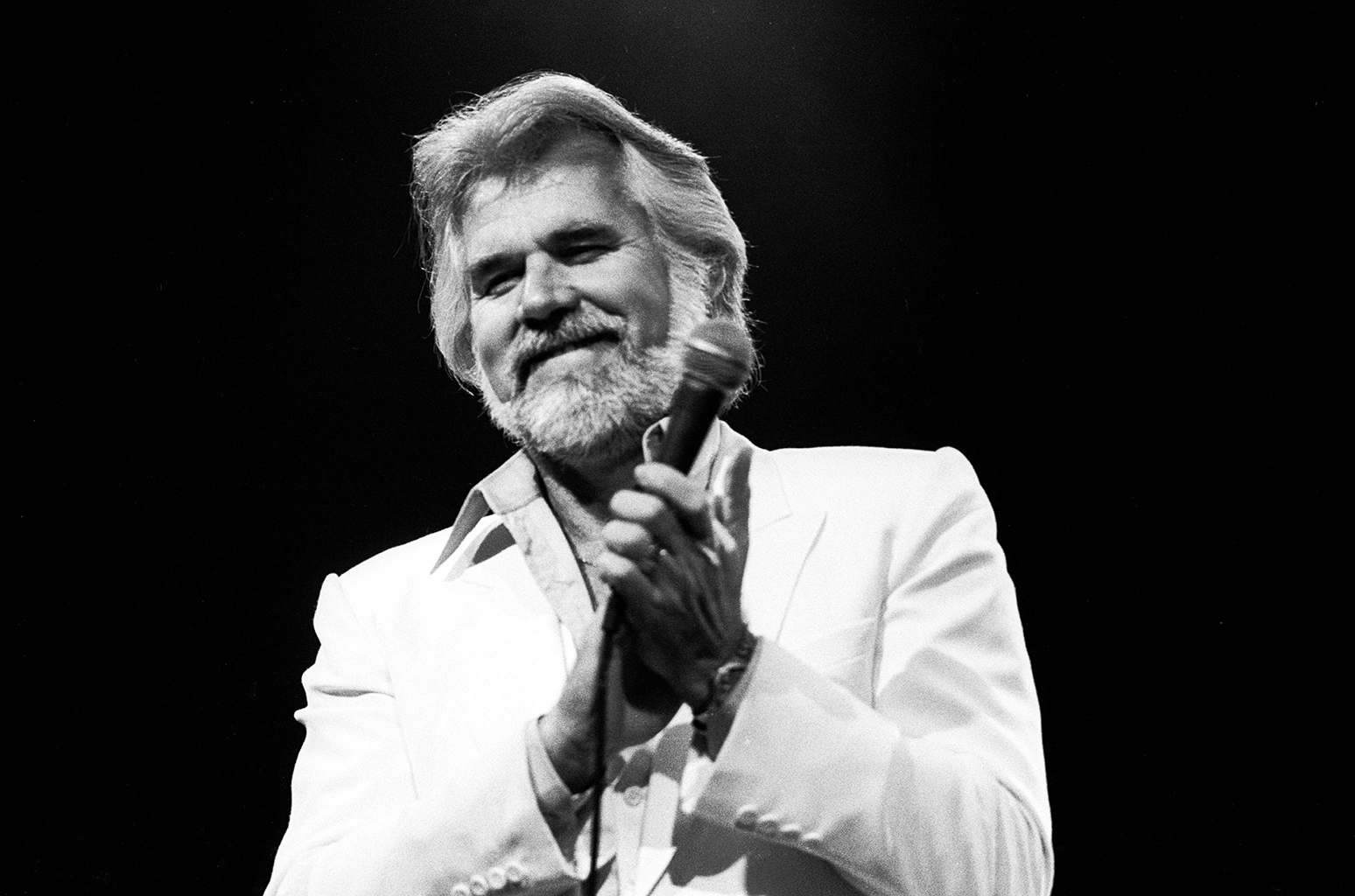 Kenny Rogers Music Streams Increase 1,686% as Fans Mourn Country Star's Death