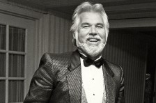 Kenny Rogers Is No. 1 on the Top Country Albums Chart for the First Time Since 1986