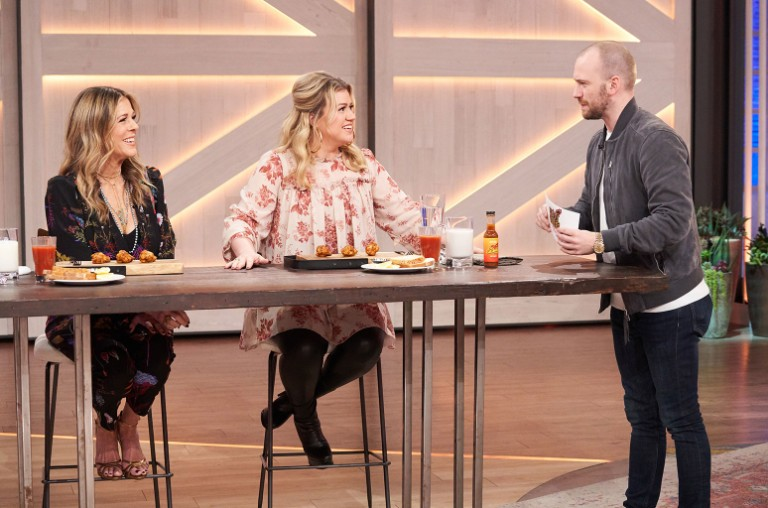 Rita Wilson, Kelly Clarkson and Sean Evans
