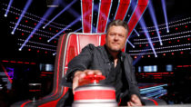 Blake Shelton Turns for an Old Bandmate on 'The Voice' Blind Audition | Billboard News