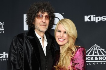 Watch Howard Stern Serenade Wife Beth With a Coronavirus Love Song