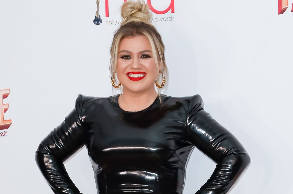 This Is What Kelly Clarkson Was Up to When She Won Her Daytime Emmy