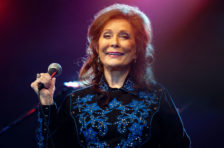 Loretta Lynn Pens Book About 'Big Sister' Patsy Cline, Talks Quarantined Life: 'Damnedest Thing I Ever Seen'