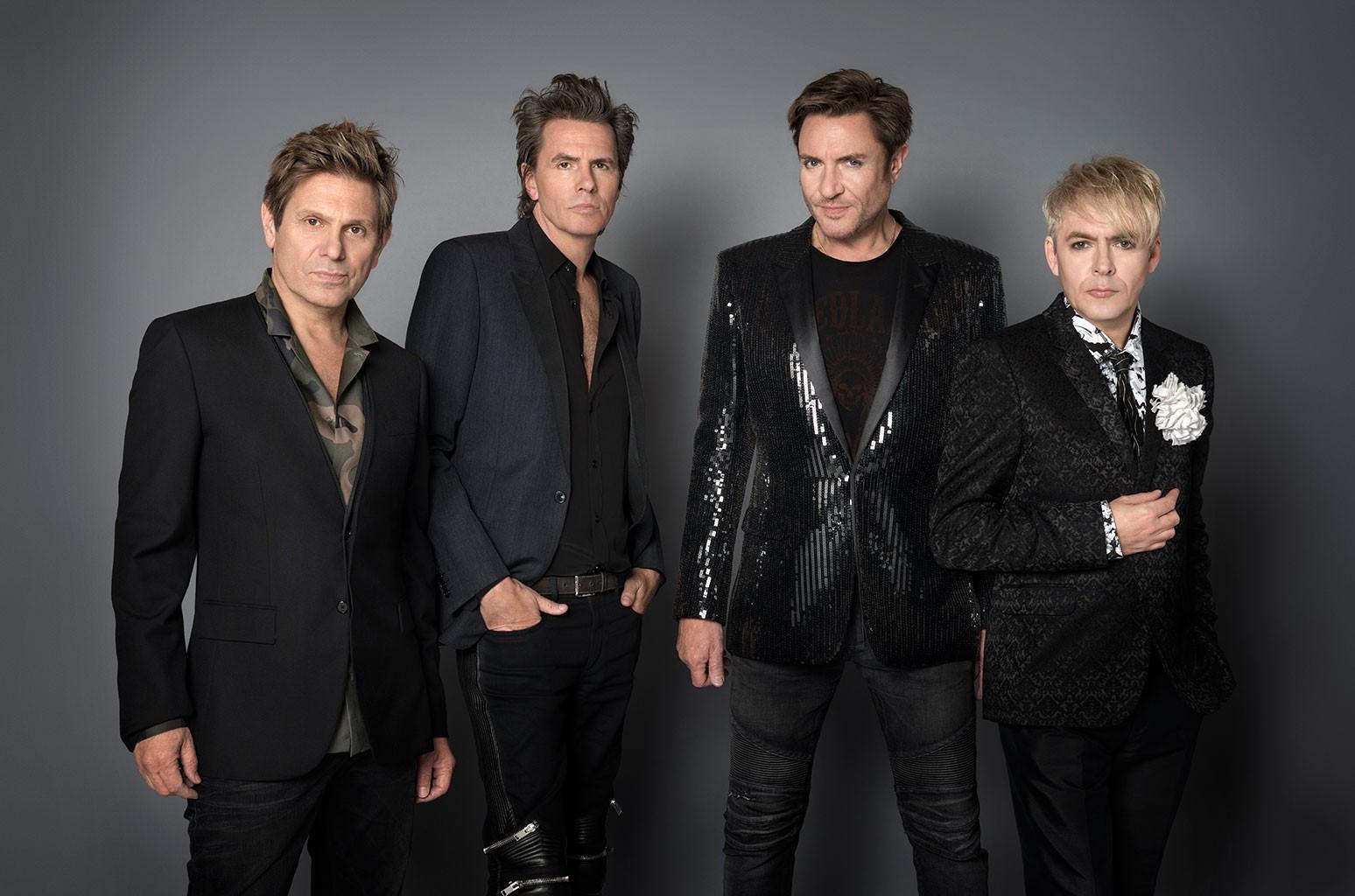 Участник конкурса «Голос» Аарон Конзельман взлетает с обложки Duran Duran: часы