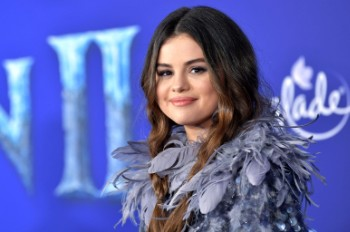 Selena Gomez Sends Thoughtful Message to Graduating Students From Immigrant Families: Watch