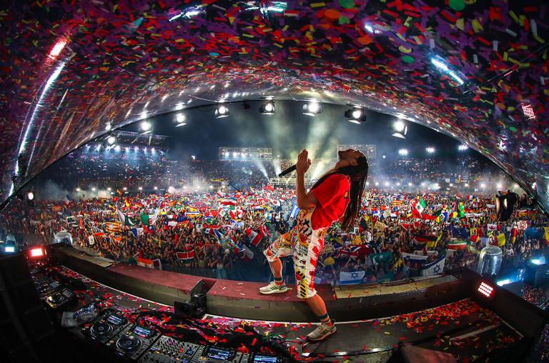 Steve-Aoki-Tomorrowland-2019-cr-Rudgrcom-billboard-1548-1592239716