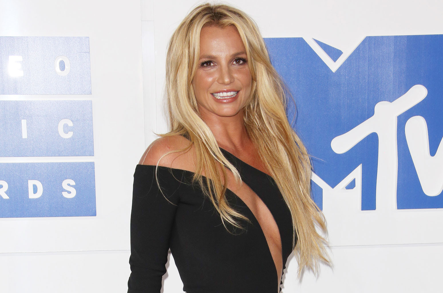 Britney Spears Shares Beachy Hawaiian Memories The Drink Named After Her Billboard