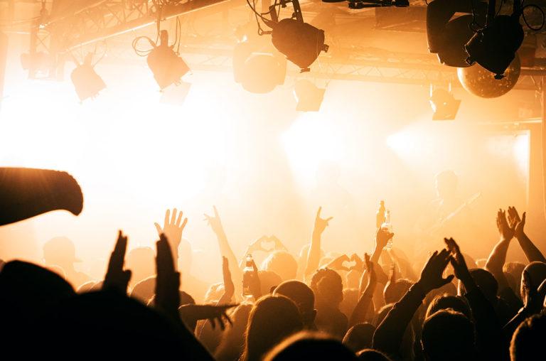 crowd-dance-a-billboard-1548-1595436385