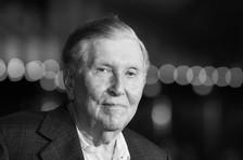 Sumner Redstone, Tenacious Entertainment Media Mogul, Dies at 97