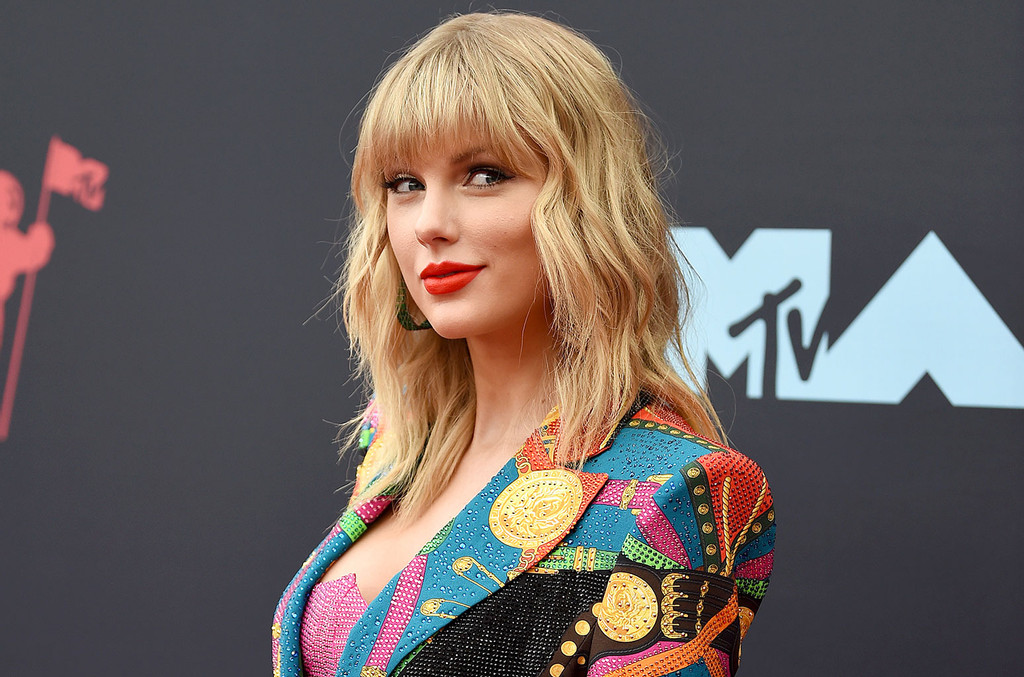 Taylor Swift Urges Swifties to Register to Vote by Creating Resources List: 'We Need Everyone'