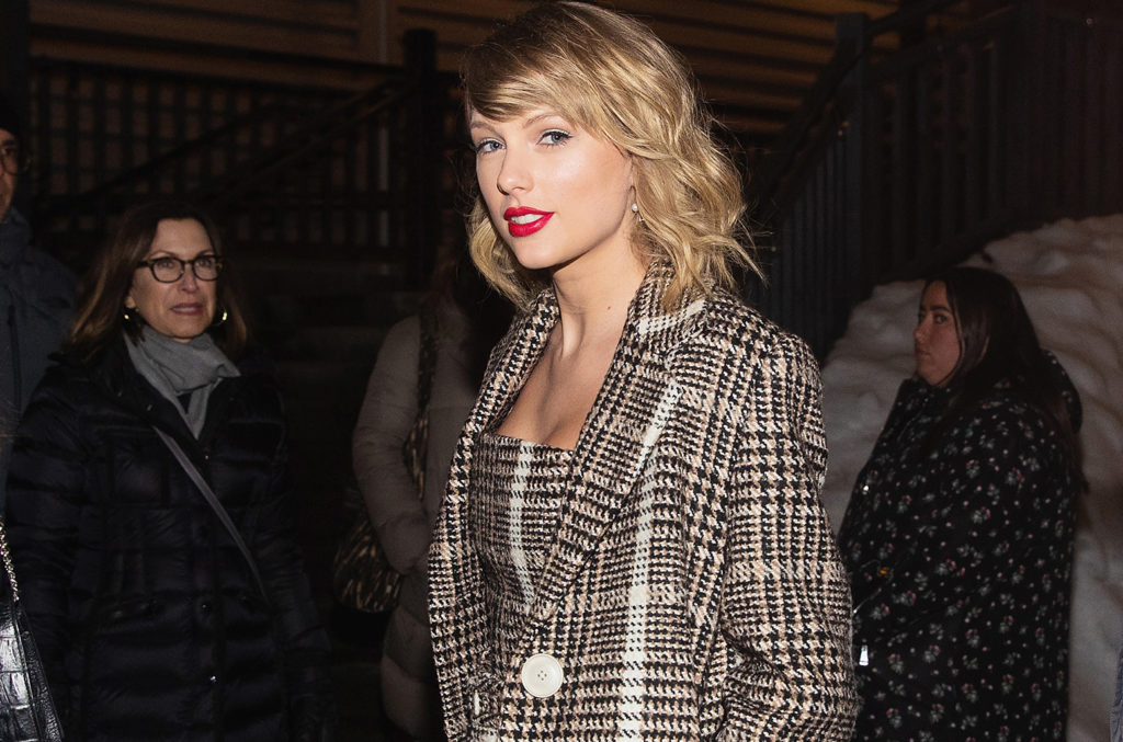 Taylor Swift Fans Flood Jake Gyllenhaal S Instagram With All Too Well Lyric Billboard