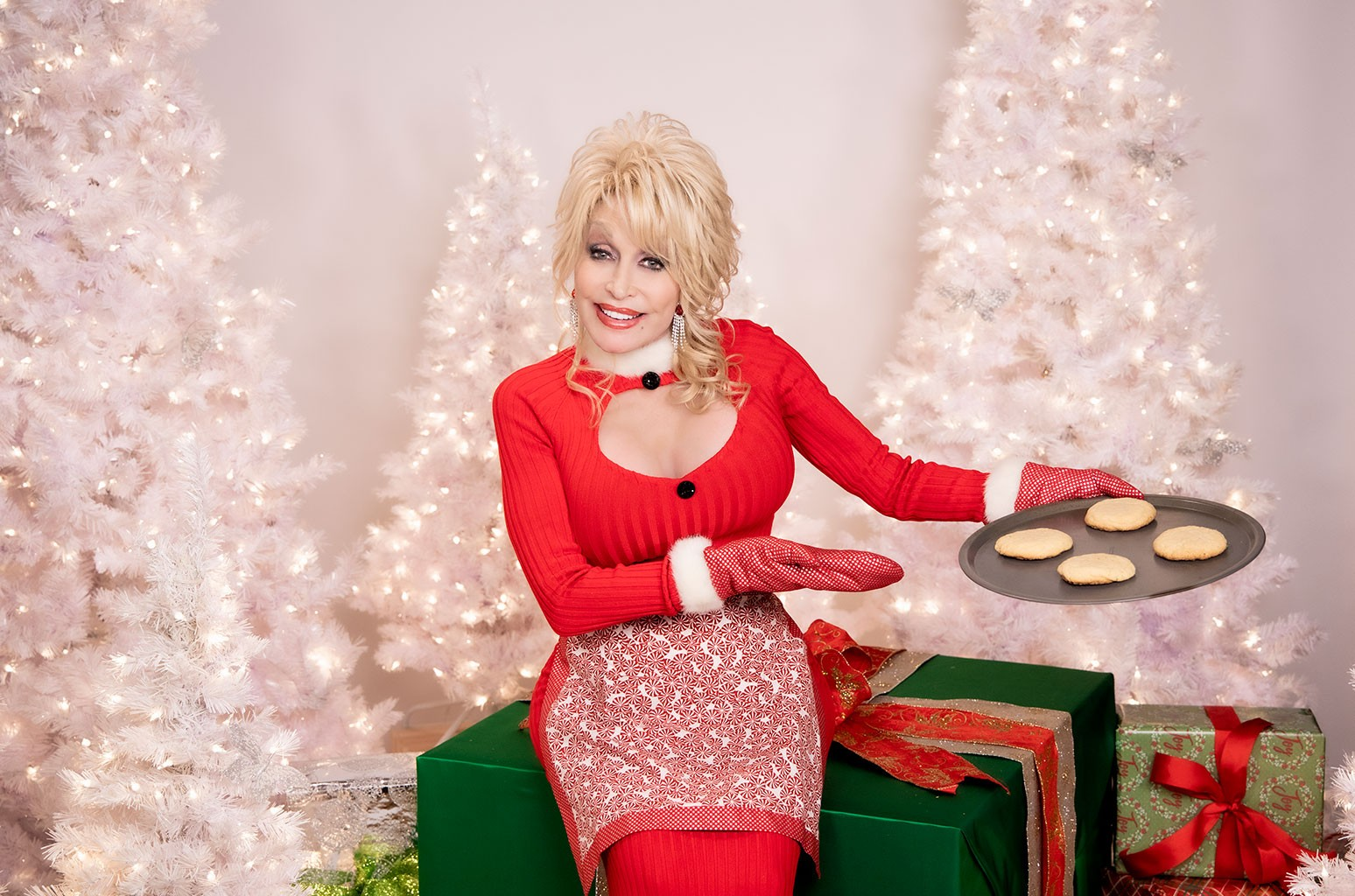 How to Watch Dolly Parton & Friends' Live Holiday Special With Pandora