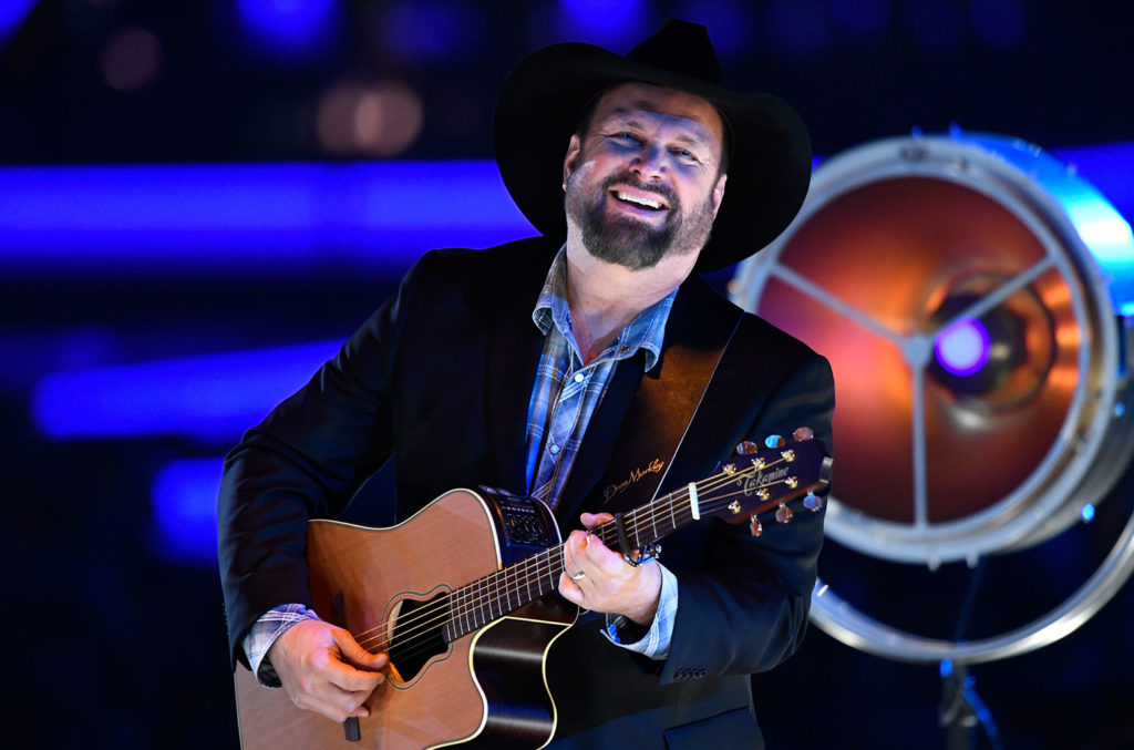 Garth Brooks & Pat Alger Top Hard Rock Songwriters Chart, Thanks to Cover of 'The Thunder Rolls'