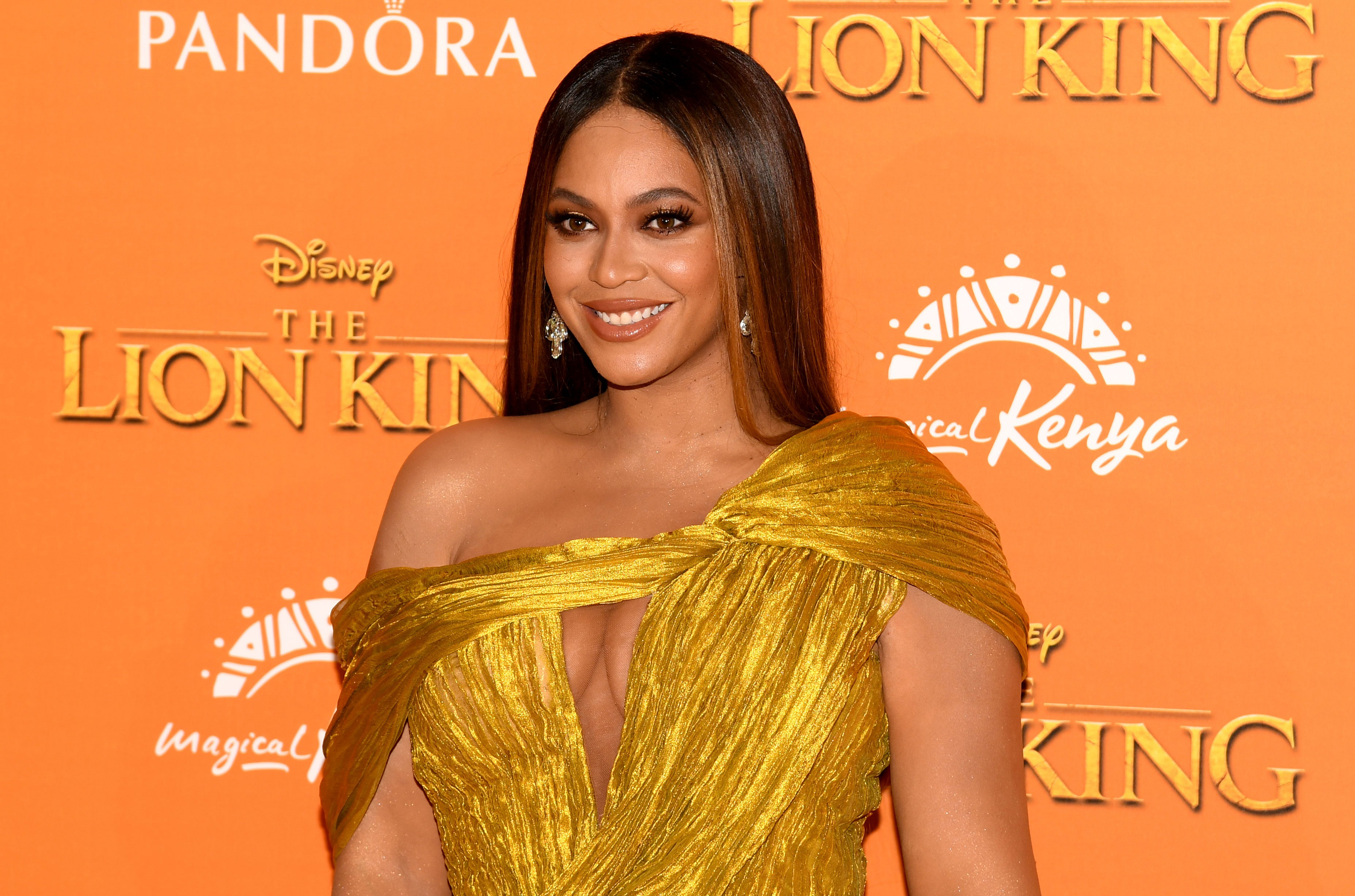 Beyoncé Reigns Over the Beyhive *Plus* 2 Actual Beehives With 80,000 Bees at Home - Billboard