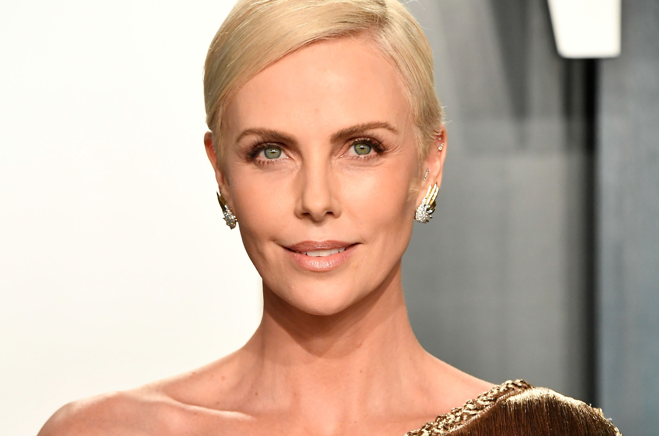 Charlize Theron Howard Stern 12 More Non Music Stars Who Have Inducted Rock And Roll Hall Of Famers Billboard Follow along as she struggles to do what's wrong and right, to follow the path of darkness, or the path of light.(let meh feel the love. charlize theron howard stern 12 more