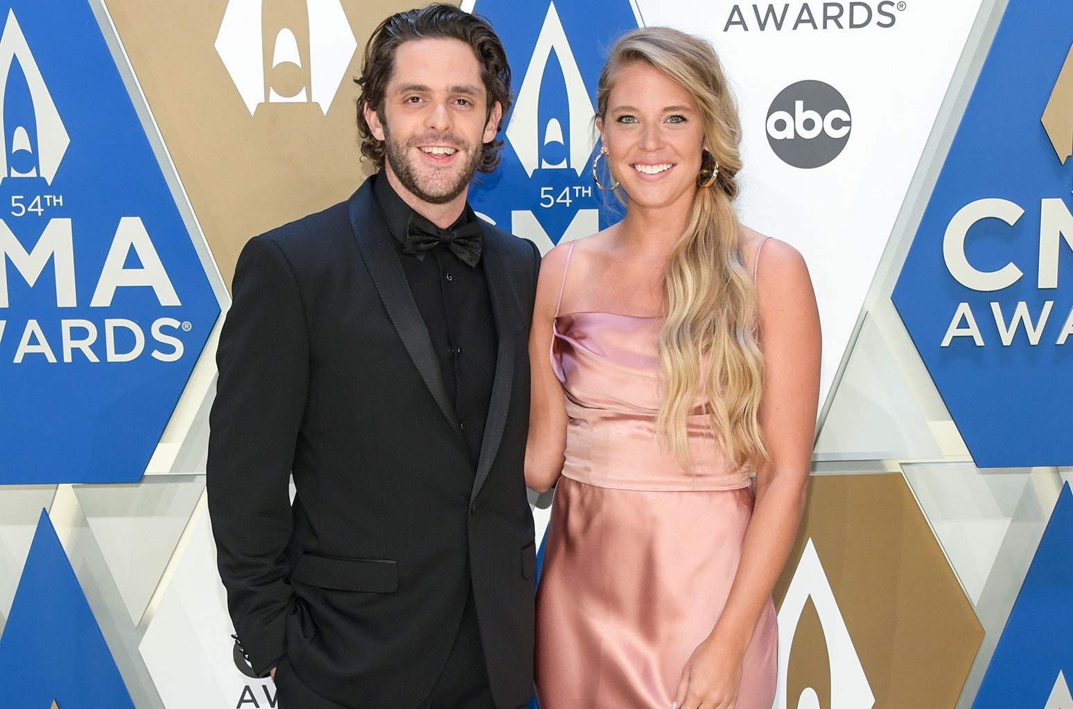 Which Stars Will Be On The Cma Country Christmas 2020 Thomas Rhett & Wife Lauren Akins to Host 'CMA Country Christmas