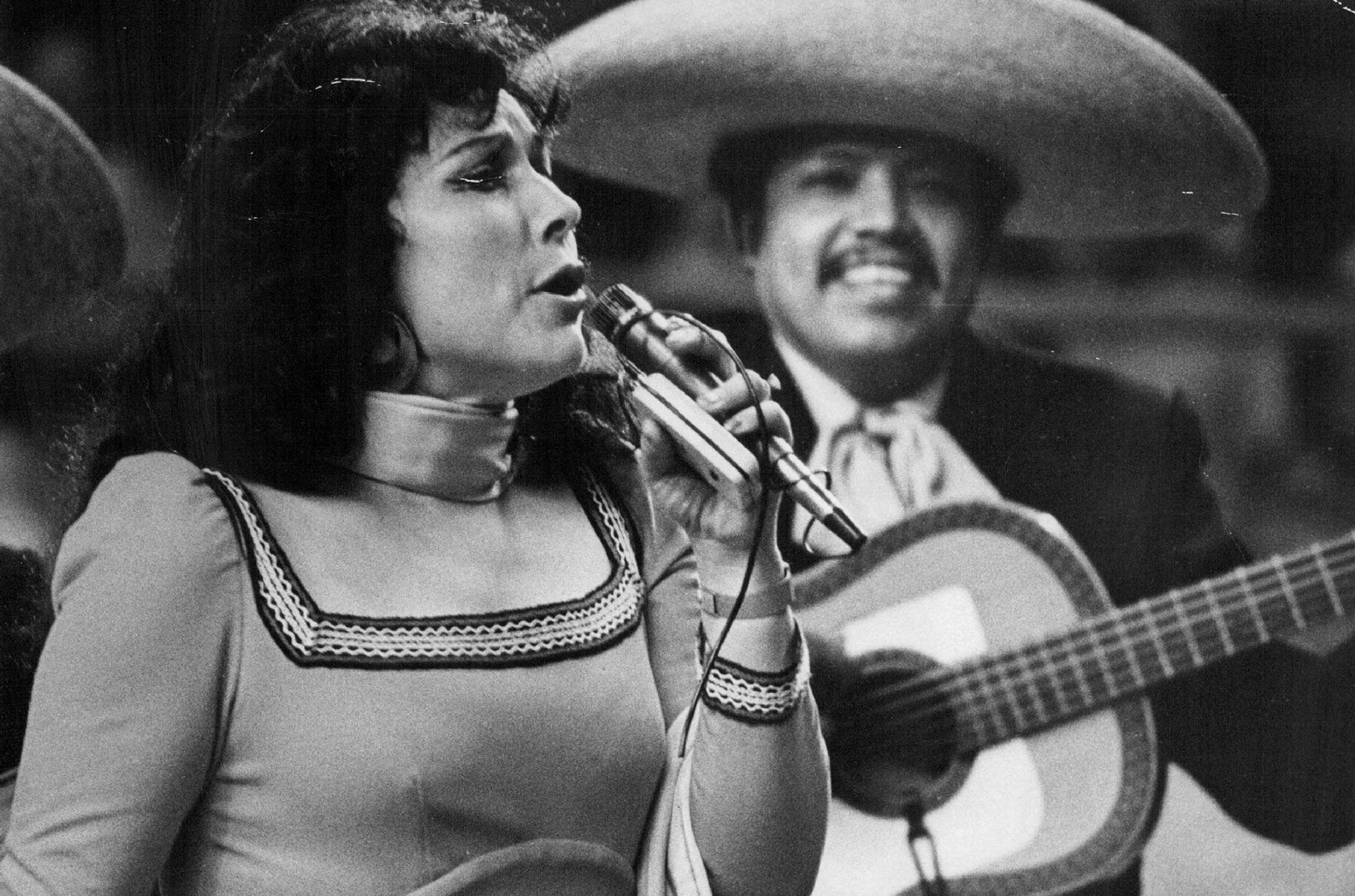 Mexican Singer & Actress Flor Silvestre Dies at 90