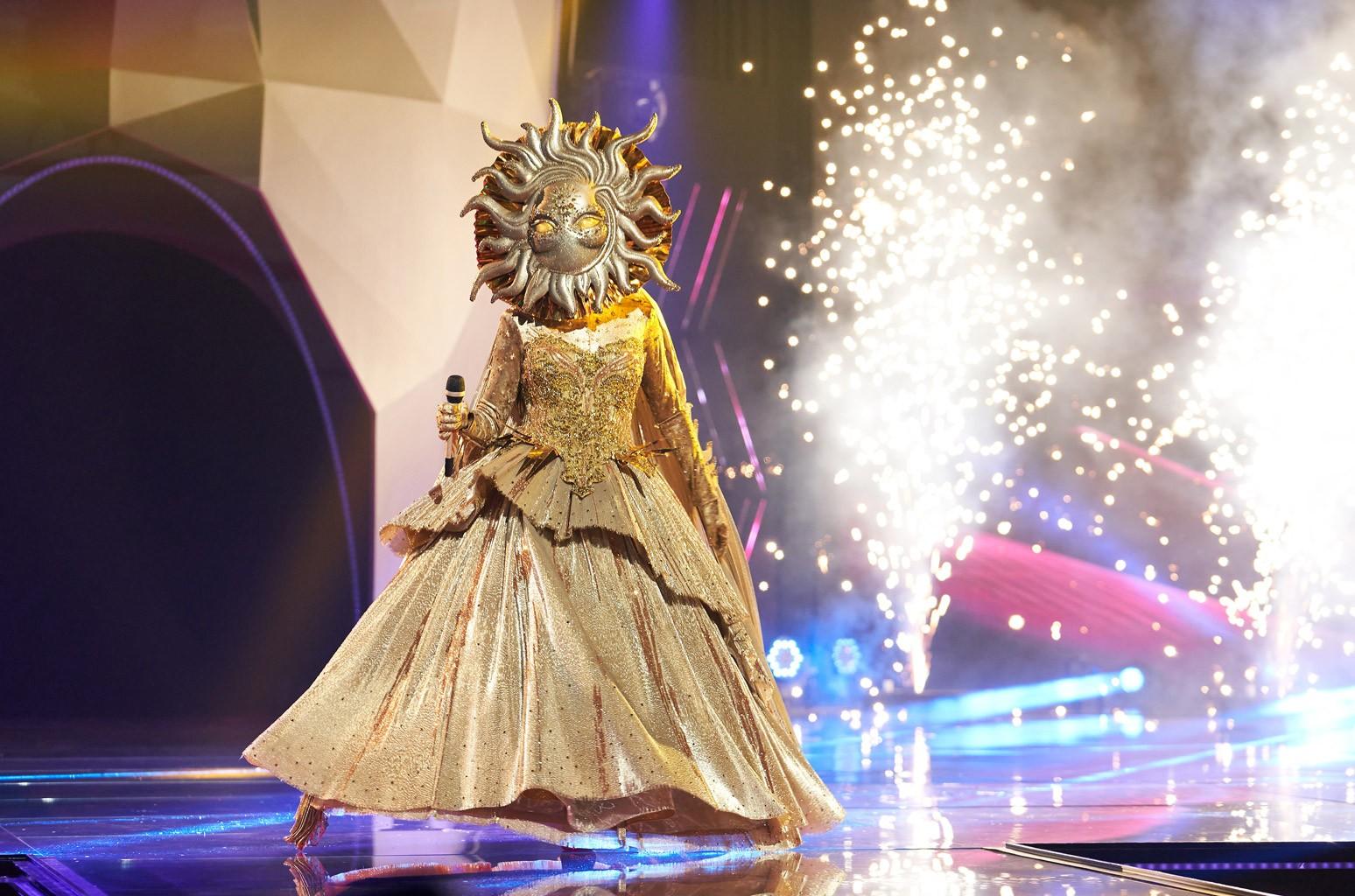 В качестве победителя конкурса «Певица в маске» Солнце надеется осветить «свет в этот мир в это темное время»