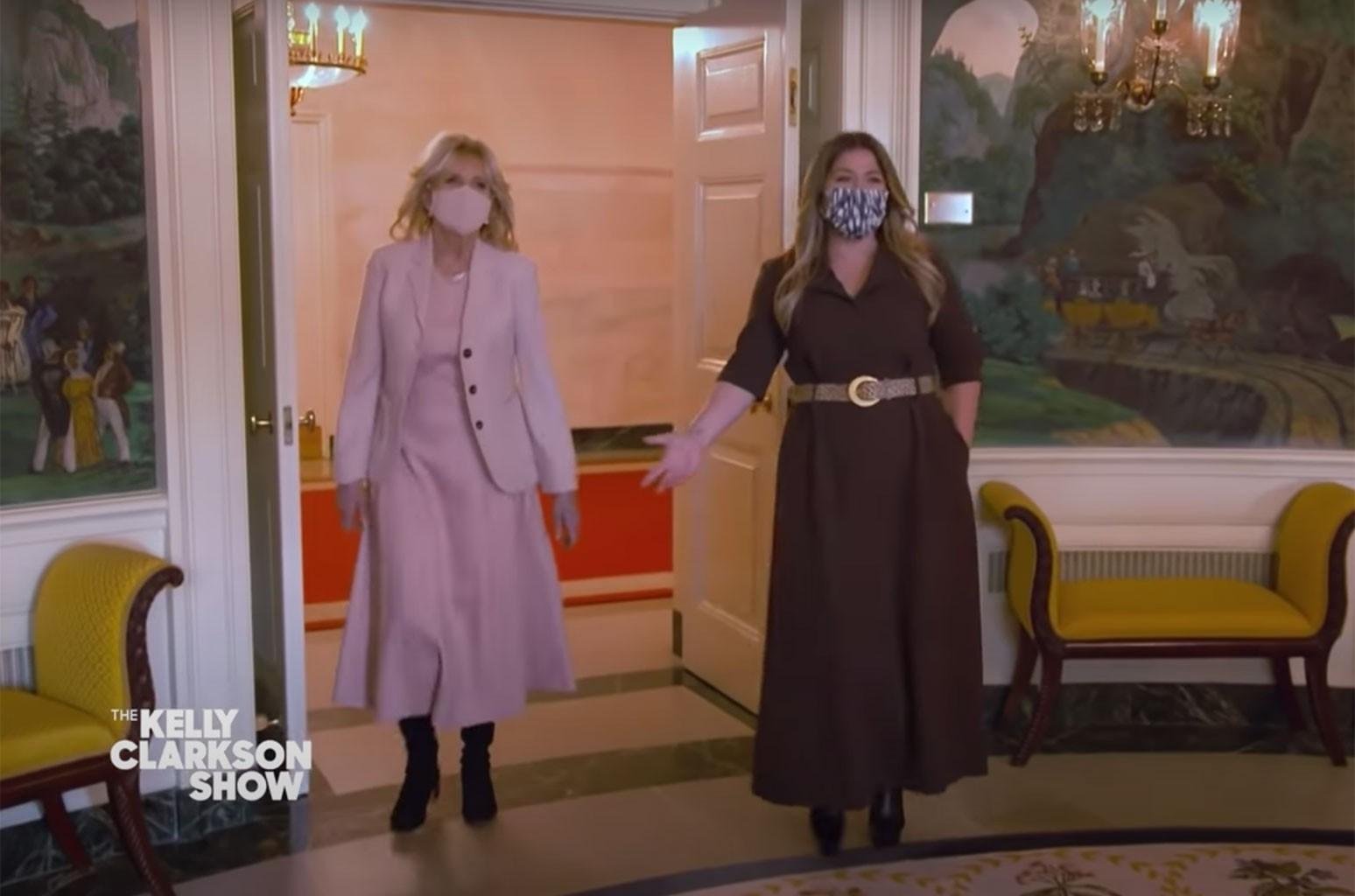 Келли Кларксон встречает первых собак и делает вход в Белый дом драматичным