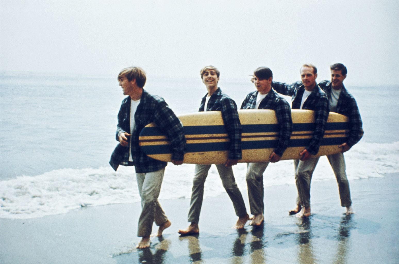 Beach Boys сотрудничают с группой легендарных художников Ирвинга Азоффа в сделке в области интеллектуальной собственности