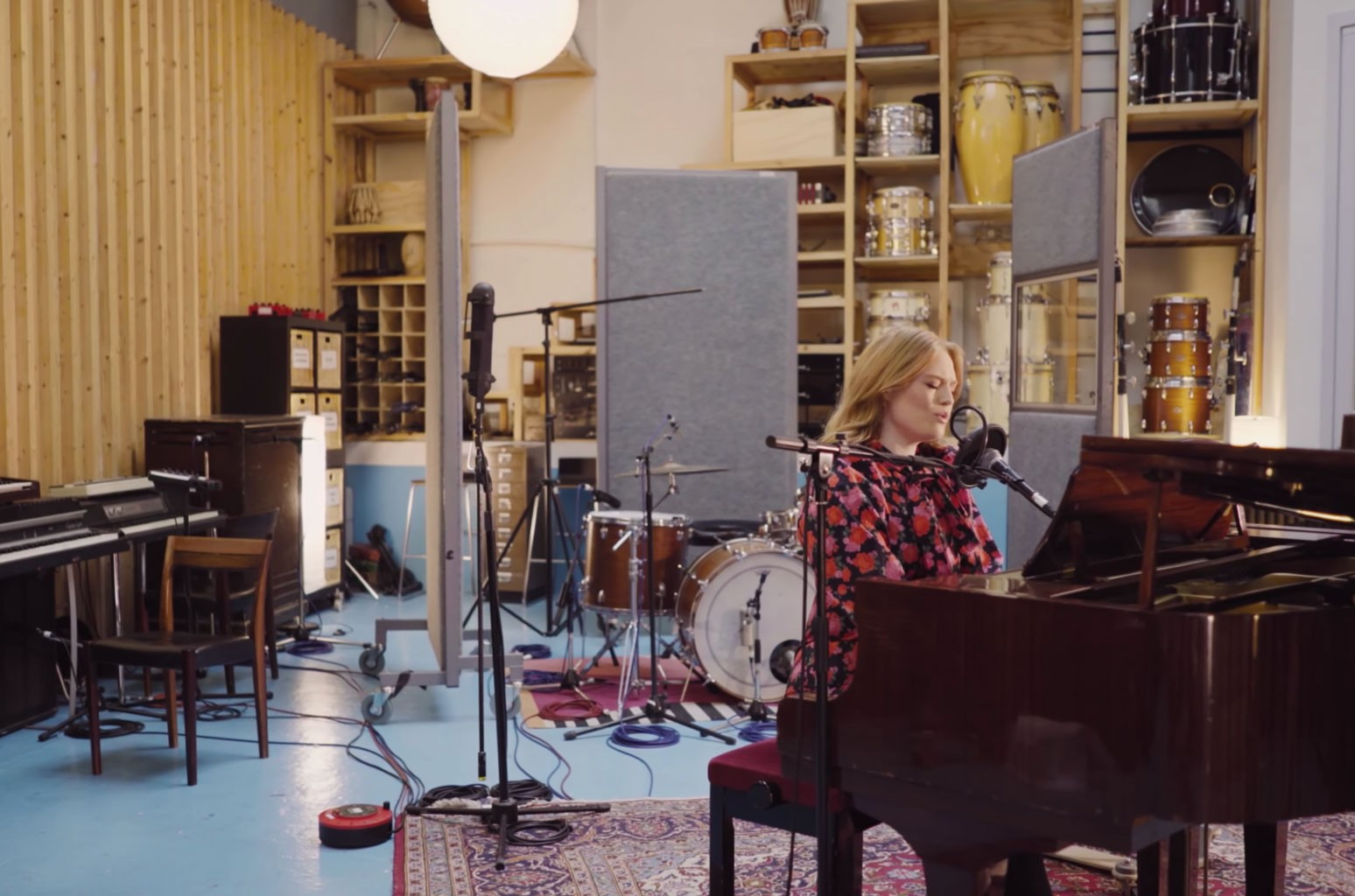 Freya Ridings Bares Her Soul For Stirring Cover of Olivia Rodrigo's 'Drivers License': Watch