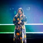 Kelly Clarkson's'Mad World' Has Us Thinking of Adam Lambert's'Idol' Game-Changer thumbnail