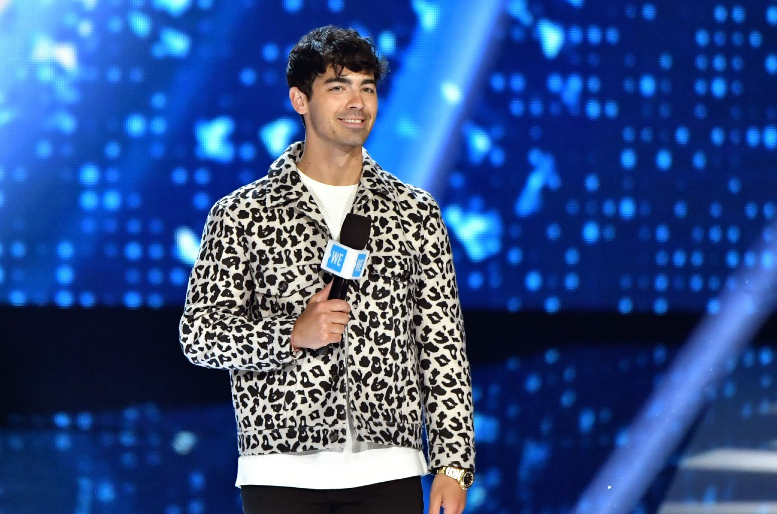 Joe Jonas Rolls Up His Sleeve for COVID-19 Vaccine on NBC Special
