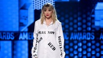Taylor Swift Calls Out Netflix's 'Ginny and Georgia' Joke | Billboard News