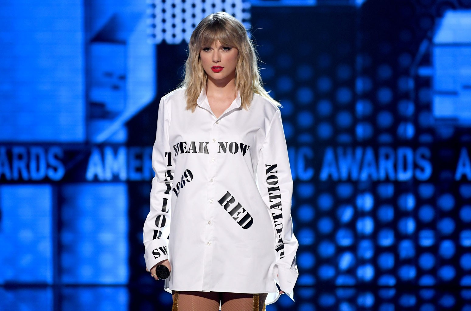 taylor swift 2019 amas performance billboard 1548 1614612713 compressed