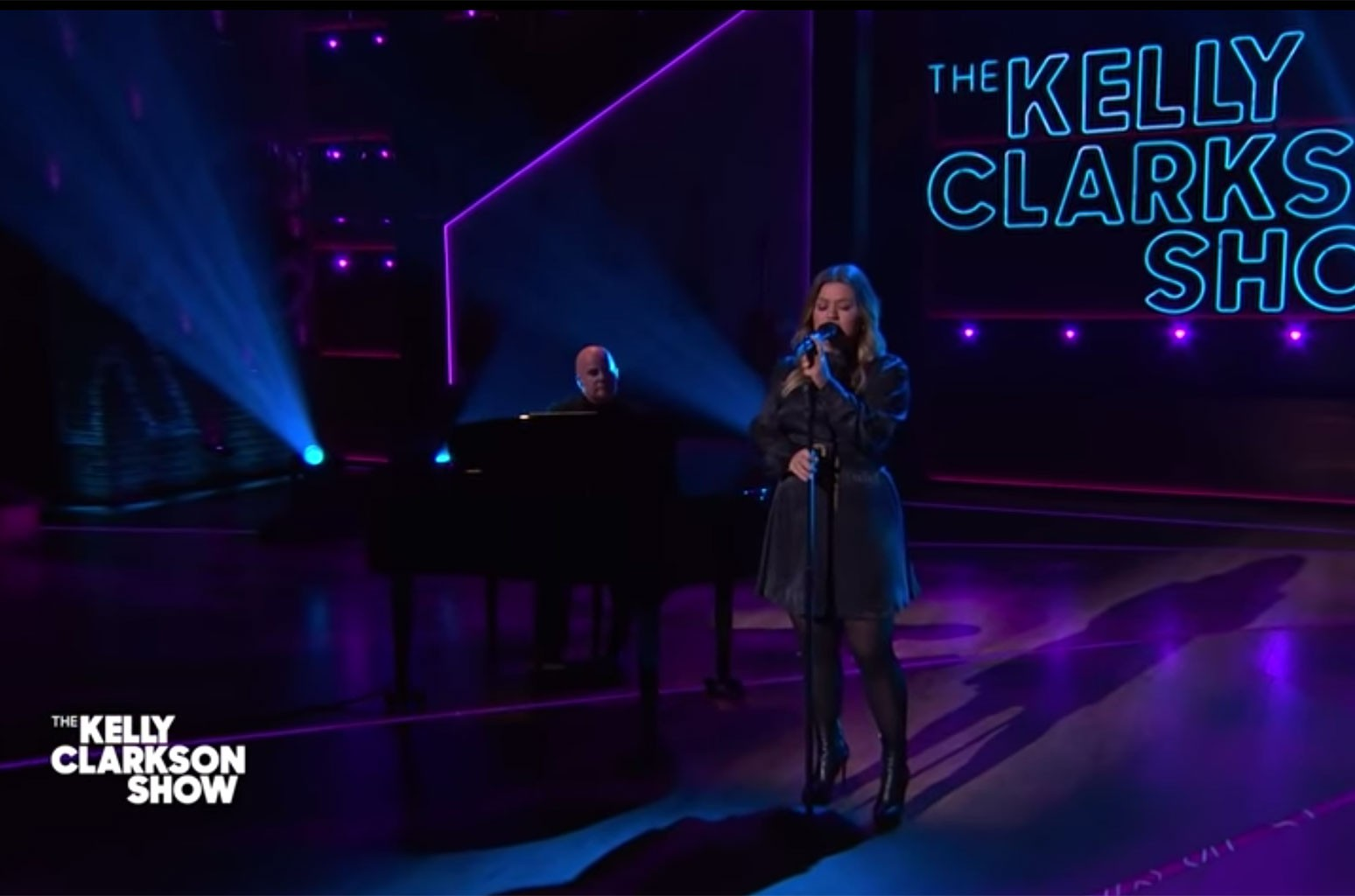 'Nothing Compares' to Kelly Clarkson's Cover of Sinead O'Connor: Watch