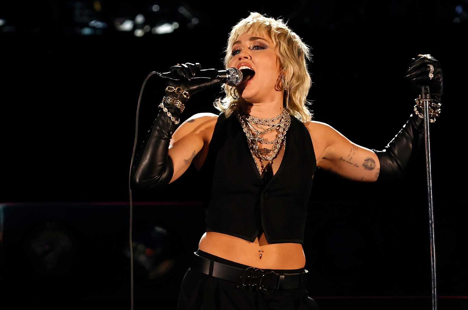 Miley Cyrus Rocks Out With Covers of Queen, Blondie For NCAA Final Four Concert