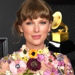 With 'Fearless (Taylor's Version),' Taylor Swift Scores First Top Country Albums No. 1 Since 'Red'