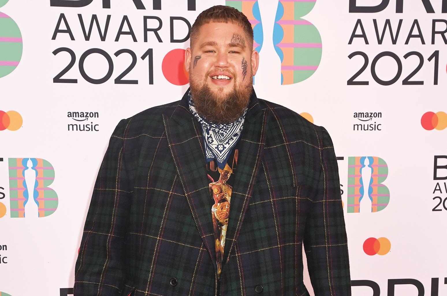 Rag'n'Bone Man Blasts to No. 1 In U.K. With 'Life By Misadventure'