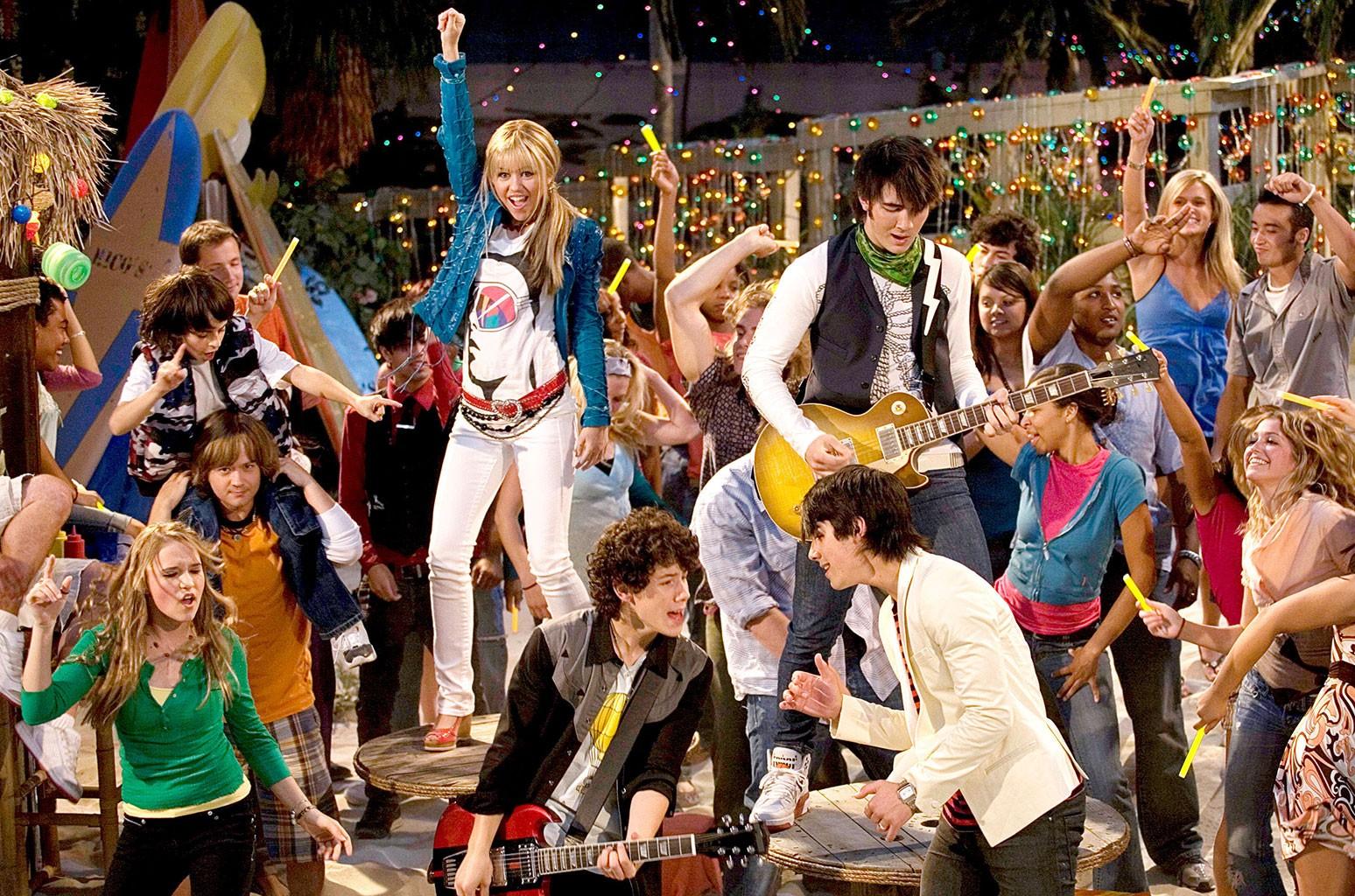 Miley Cyrus, Nick Jonas, Kevin Jonas and Joe Jonas Hannah Montana in 2007
