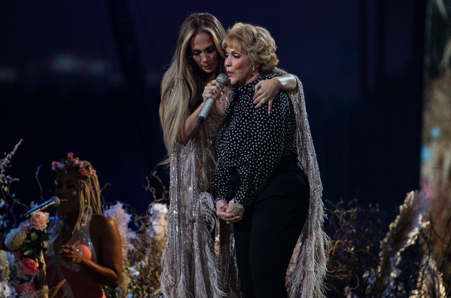 Jennifer Lopez mom
