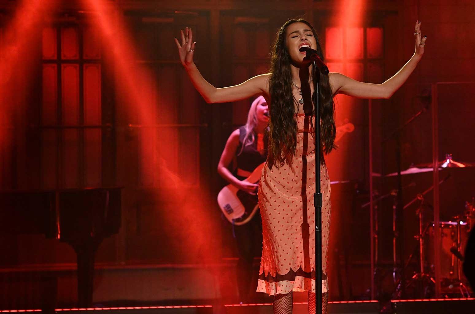 Olivia Rodrigo Stuns During 'SNL' Debut Performing 'Drivers License' & 'Good 4 U': Watch – Billboard