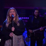 Kelly Clarkson's Cover of Prince's 'Kiss' Is Breathtaking: Watch