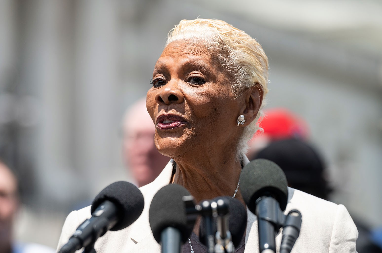 Dionne Warwick Slams Jeff Bezos for Thanking Amazon Workers & Customers for Paying for His Space Flight