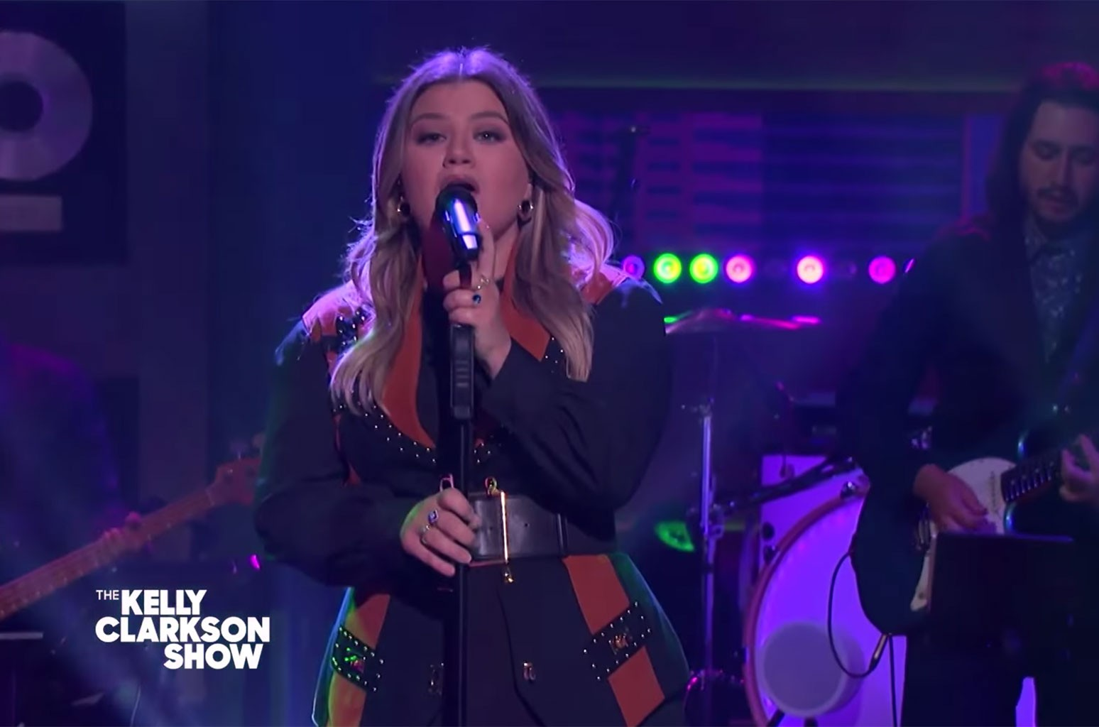 Kelly Clarkson Takes a Slow, Simmering 'Drive' With Her Cover of The Cars