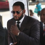 R. Kelly Trapped and Raped Accuser, Court Hears thumbnail