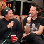 Tom DeLonge Confirms Mark Hoppus Is Post-Chemo, Offers 'Some Modest Advice' to Former Bandmate thumbnail