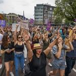 Marchers Demand Return of Dutch Music Festivals thumbnail
