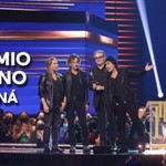 Maná Receives Icon Award & Performs 'El Reloj Cucú' at 2021 Billboard Latin Music Awards thumbnail