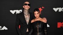 Travis Barker and Kourtney Kardashian Are Engaged! See Her Massive Diamond Ring | Billboard News