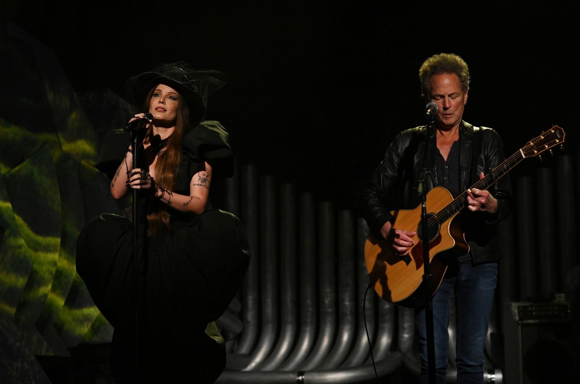 Halsey & Lindsey Buckingham Deliver Stunning Performance of 'Darling' on 'SNL': Watch