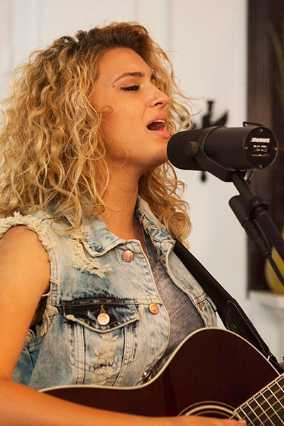 tori-kelly-tastemakers_10