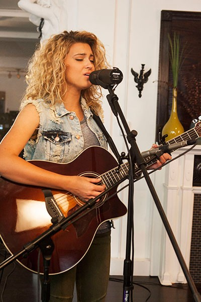 tori-kelly-tastemakers_12