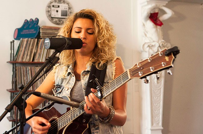 tori-kelly-tastemakers_14